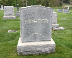 Richter's headstone