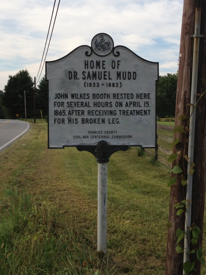 Mudd House Road Sign