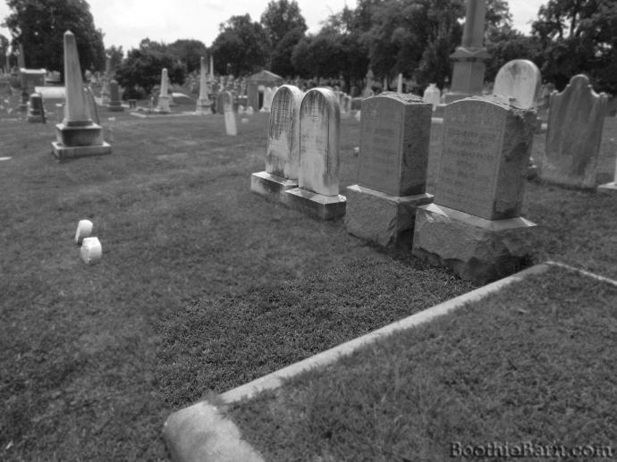 Herold B&W Grave