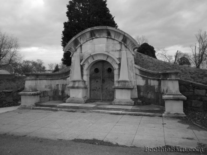 Public Vault Glenwood Cemetery Exterior